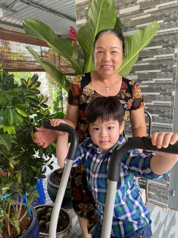 Sau 3 ngày đón Tết sớm ở bên ngoại, Nhật Kim Anh đưa con về Nội: Em khóc ôm cứng cổ mẹ không rời mà thương quá-1