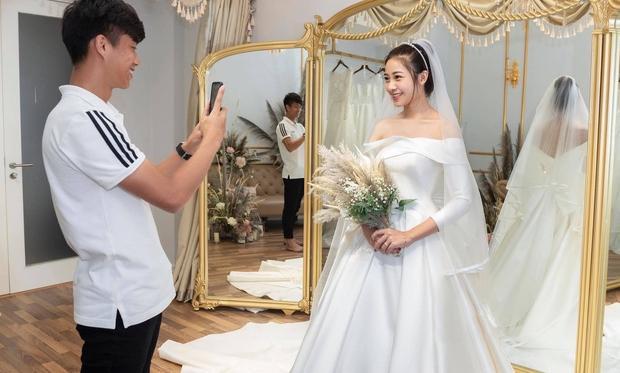 Hé lộ thêm loạt ảnh hậu trường Văn Đức đưa bạn gái xinh đẹp đi thử váy cưới-3