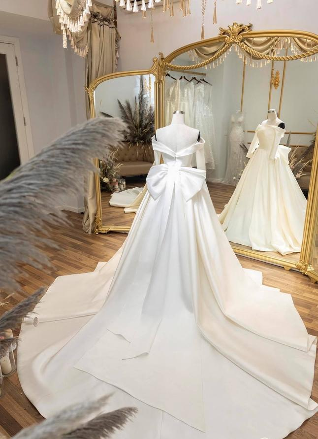 Hé lộ thêm loạt ảnh hậu trường Văn Đức đưa bạn gái xinh đẹp đi thử váy cưới-1