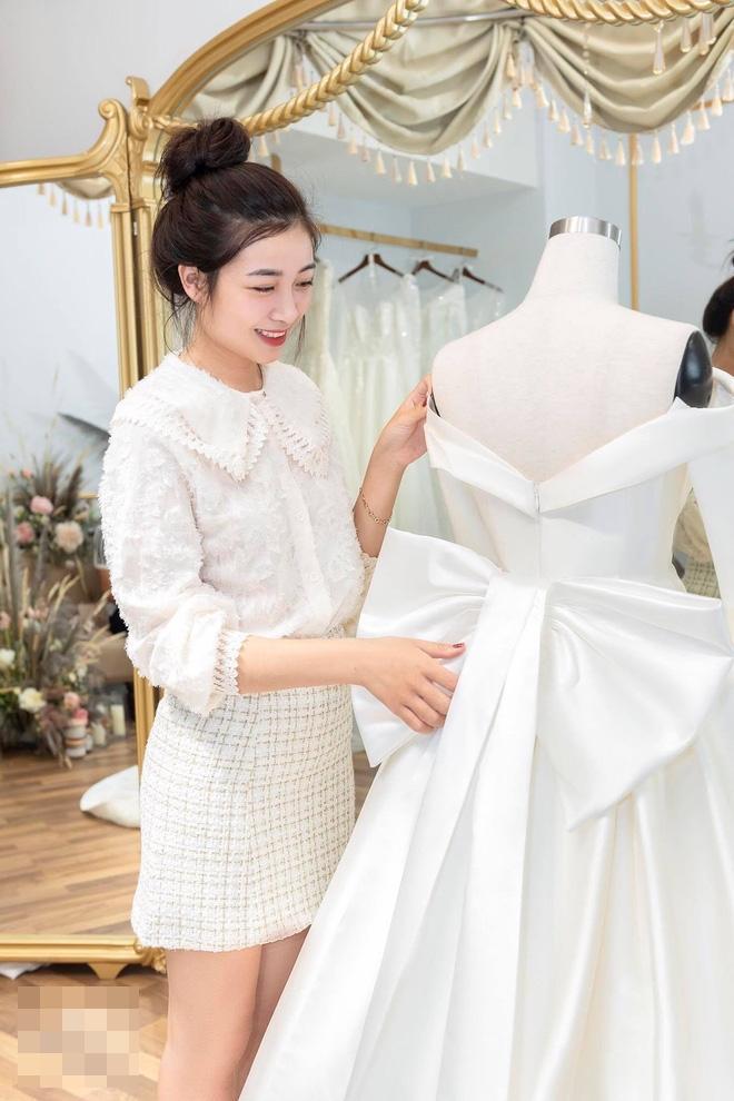 Hé lộ thêm loạt ảnh hậu trường Văn Đức đưa bạn gái xinh đẹp đi thử váy cưới-4