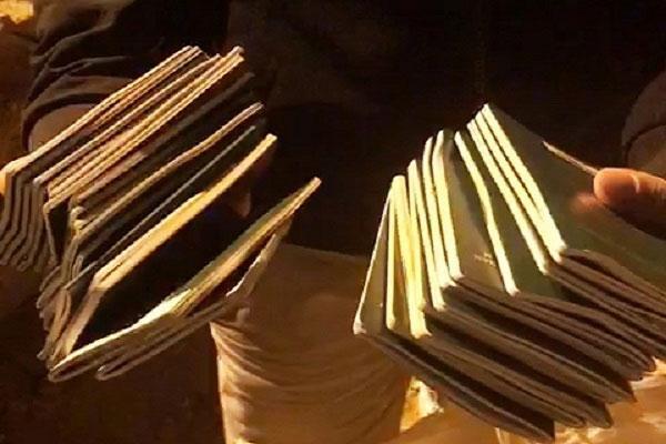 Bới từng xe rác tìm 29 cuốn hộ chiếu cho đoàn khách đi Hàn Quốc-1