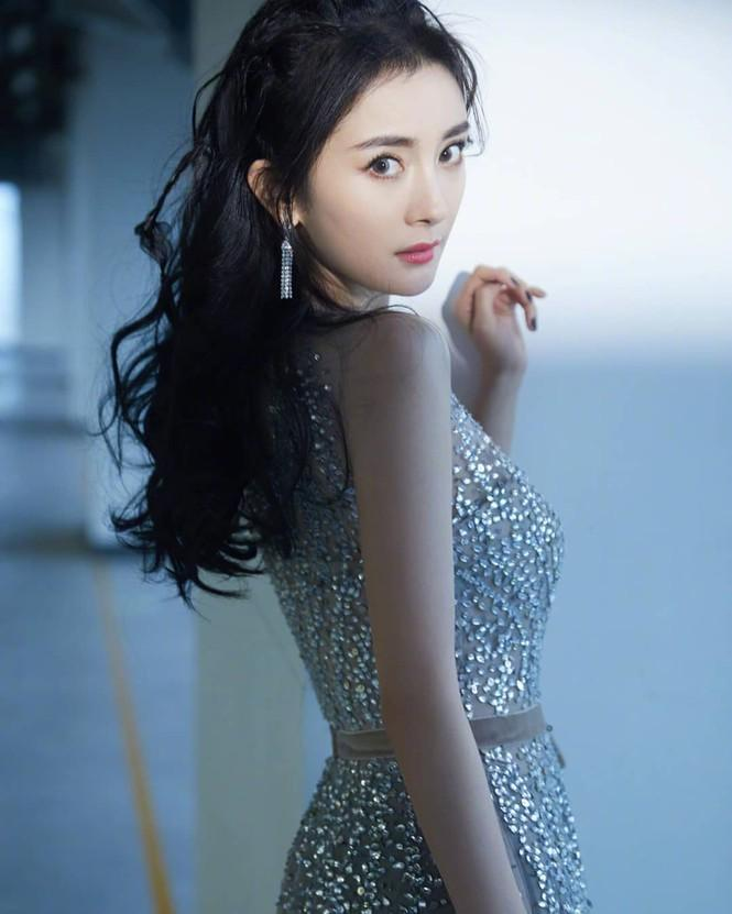 Dương Mịch váy ngắn tôn đường cong hút mắt, chân dài miên man-6