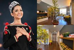 Hé lộ không gian sống trong ngôi nhà mới thuê của hoa hậu H'Hen Niê