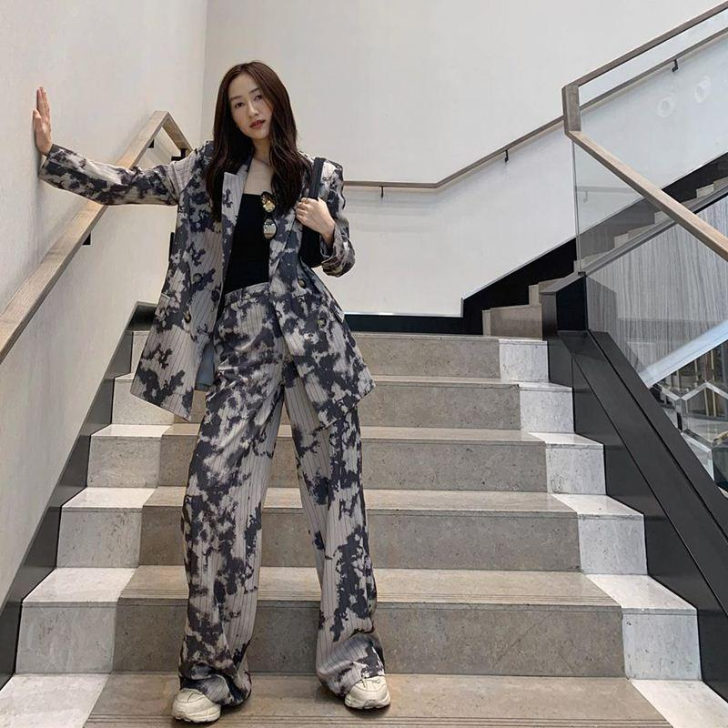 Mùng 1 Tết: Vợ chồng Hà Tăng diện áo dài - vợ chồng Lan Khuê lên đồ concept đen trắng-6