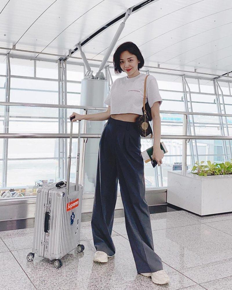Mùng 1 Tết: Vợ chồng Hà Tăng diện áo dài - vợ chồng Lan Khuê lên đồ concept đen trắng-8