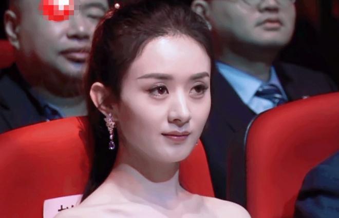 Triệu Lệ Dĩnh khó chịu khi bị đồng nghiệp mỉa mai ở lễ trao giải-1