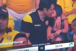 Cặp đôi tái mặt khi cảnh 'ân ái' lúc ngoại tình bị phát trực tiếp trên sóng truyền hình