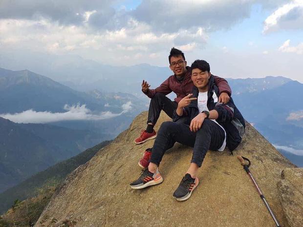 Xuân Trường chống nạng đi leo núi, săn mây sau khi điều trị chấn thương-2