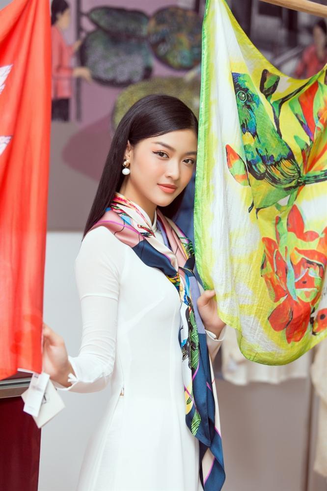 Á hậu Kiều Loan bất ngờ tung bản mashup nhạc xuân, rủ fan ăn Tết siêu to khổng lồ-2