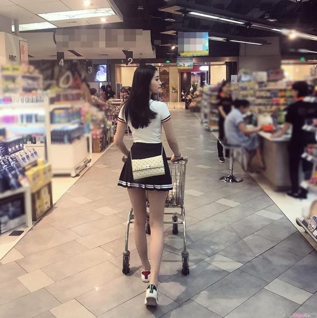 Cô gái bị chụp lén từ sau lưng vì có ngoại hình nổi bật nhưng vào trang cá nhân còn bất ngờ hơn-1