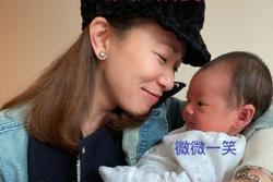 'Kế Hoàng hậu' Xa Thi Mạn trổ tài dỗ em bé nhưng ai cũng chỉ dán mắt vào điều này