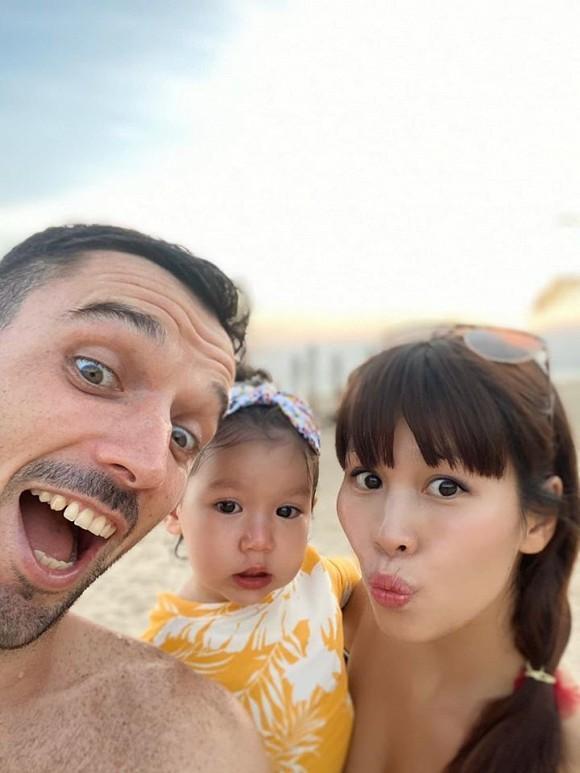 Con gái Hà Anh đòi mặc áo ngực của mẹ, biểu cảm khó đỡ khiến ai cũng bật cười-5