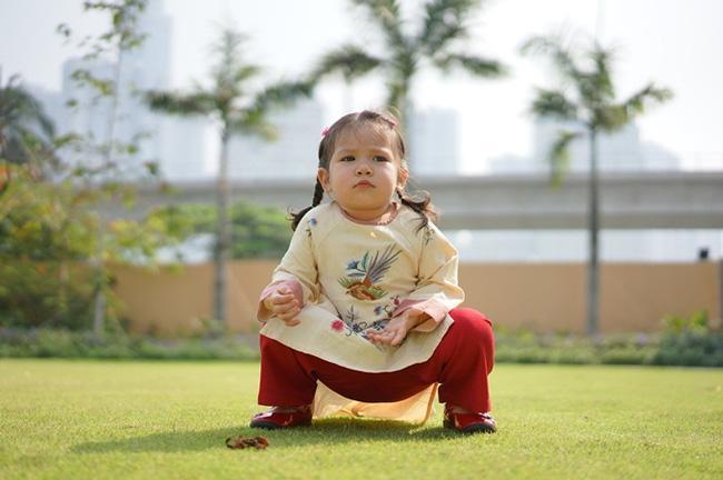 Con gái Hà Anh đòi mặc áo ngực của mẹ, biểu cảm khó đỡ khiến ai cũng bật cười-10