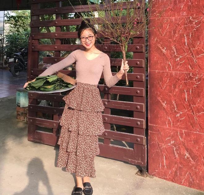 Vợ sắp cưới Văn Đức gói bánh chưng, bạn gái Văn Toàn làm đẹp trước Tết-1