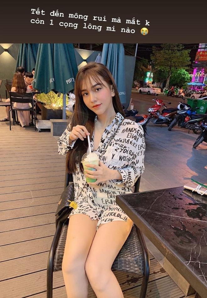 Vợ sắp cưới Văn Đức gói bánh chưng, bạn gái Văn Toàn làm đẹp trước Tết-4