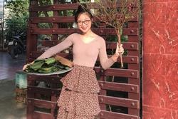 Vợ sắp cưới Văn Đức gói bánh chưng, bạn gái Văn Toàn làm đẹp trước Tết