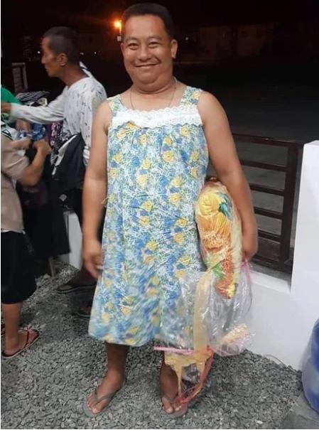 Đang vội sơ tán vì núi lửa, các chàng trai Philippines vẫn tranh thủ tạo dáng với đầm ngủ, giày cao gót từ các nhà hảo tâm-10