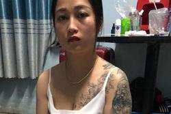 Cô gái xăm trổ ở ngực và tay bị bắt khi bán ma túy cho khách trong quán karaoke