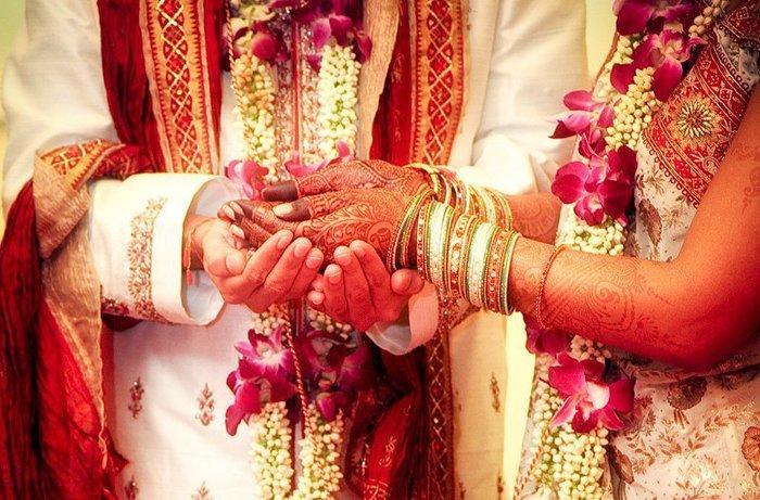 Chết lặng trước lễ cưới khi biết tin mẹ cô dâu và bố chủ rể đã bỏ trốn cùng nhau-1