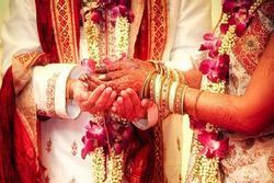 'Chết lặng' trước lễ cưới khi biết tin mẹ cô dâu và bố chủ rể đã bỏ trốn cùng nhau