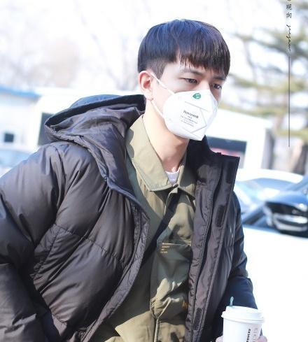 Nghệ sĩ Trung Quốc đeo khẩu trang đi ghi hình vì sợ virus viêm phổi-2