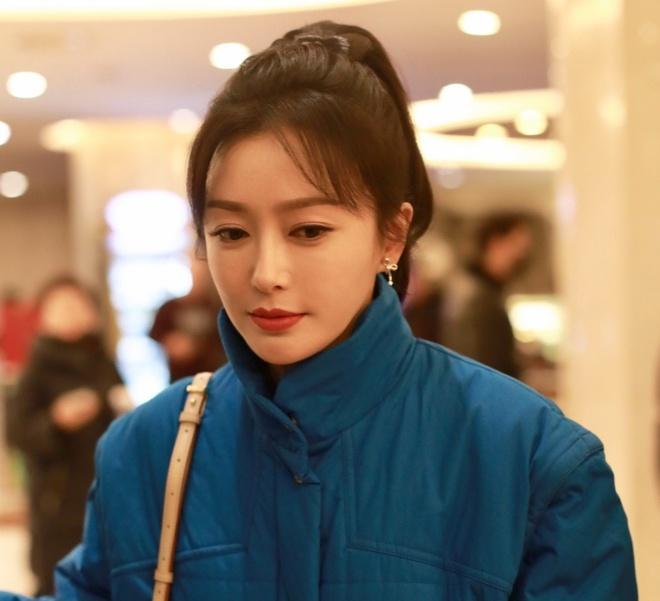 Nghệ sĩ Trung Quốc đeo khẩu trang đi ghi hình vì sợ virus viêm phổi-13