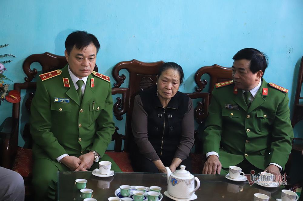 Chiều cuối năm nghẹn ngào ở gia đình Phó Trung đoàn trưởng hy sinh tại Đồng Tâm-4