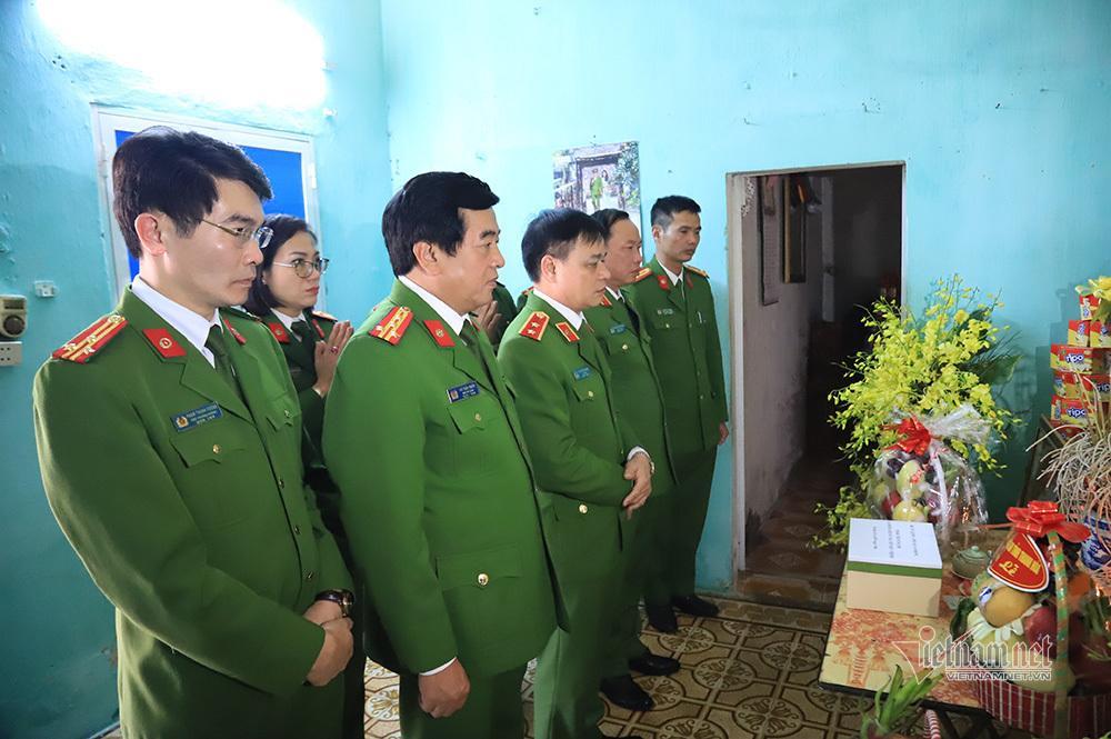Chiều cuối năm nghẹn ngào ở gia đình Phó Trung đoàn trưởng hy sinh tại Đồng Tâm-5
