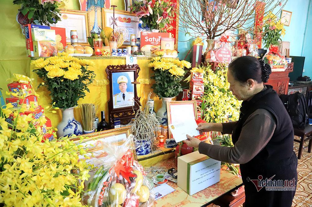 Chiều cuối năm nghẹn ngào ở gia đình Phó Trung đoàn trưởng hy sinh tại Đồng Tâm-8