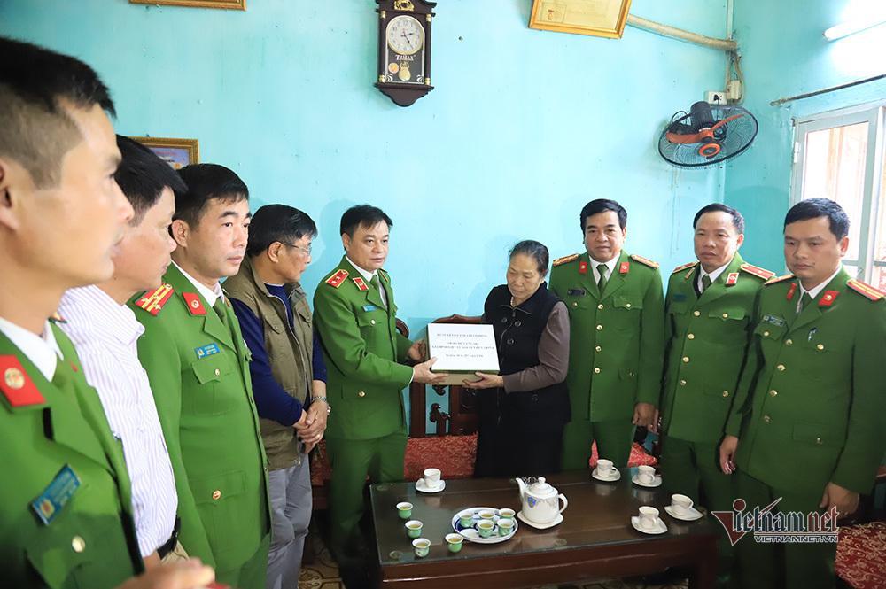 Chiều cuối năm nghẹn ngào ở gia đình Phó Trung đoàn trưởng hy sinh tại Đồng Tâm-10