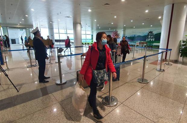 Thêm 1 du khách từ Vũ Hán nhập cảnh Việt Nam nghi ngờ mắc viêm phổi cấp-1