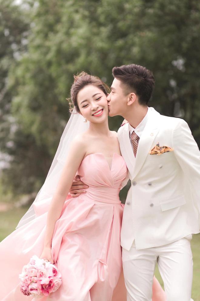 Bạn gái tin đồn Quang Hải khoe nhận được thiệp mời của Phan Văn Đức - Nhật Linh-3