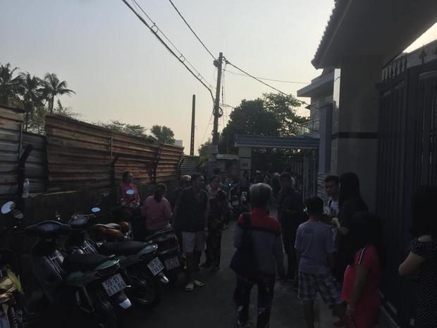 Sau khi phóng hỏa đốt nhà khiến 5 mẹ con hàng xóm tử vong, nghi phạm vẫn có mặt ở hiện trường vờ tỏ vẻ đau xót-3
