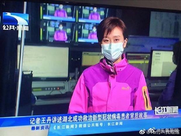 Lo sợ Virus Corona nguy hiểm, các MC và phóng viên ở ổ dịch Vũ Hán cũng phải đeo khẩu trang khi lên hình-2