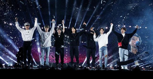 BTS trở thành nghệ sĩ Hàn Quốc đầu tiên có album đạt chứng chỉ Bạch Kim tại Mỹ-2