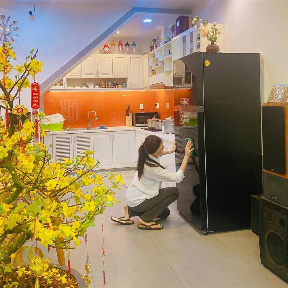Không nhận ra hoa hậu Khánh Vân với hình ảnh dọn nhà đón Tết-3