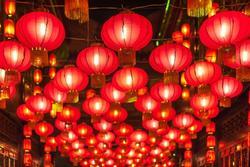 Nghề làm đèn lồng cỡ lớn vào dịp Tết ở Trung Quốc