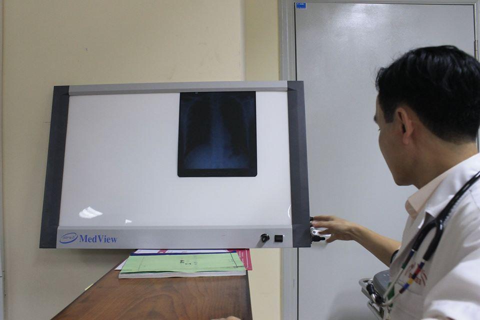 Bệnh viện E trắng đêm cấp cứu, cách ly người đàn ông sốt, khó thở vừa trở về từ Đài Loan-1