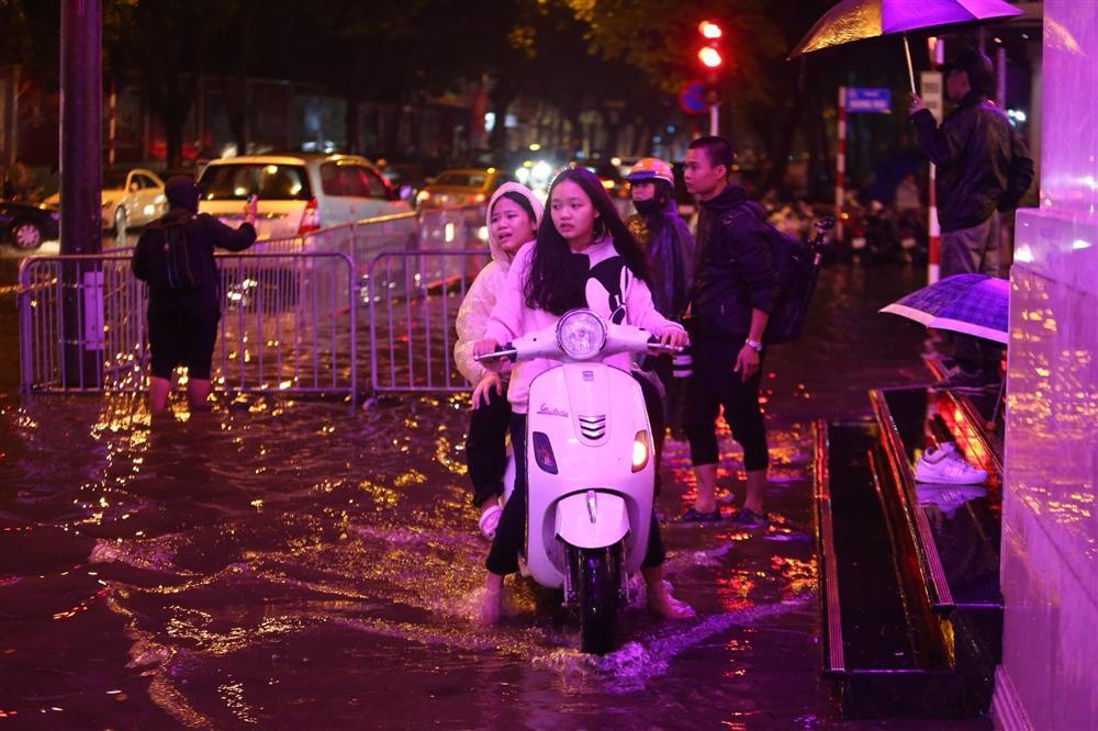 Cảnh báo mưa to, ngập úng nội thành Hà Nội ngày mùng 1 Tết-1