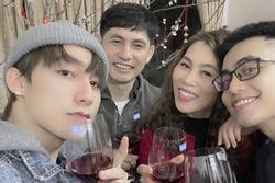 Sơn Tùng, Lan Ngọc đăng ảnh bên cha mẹ, Minh Hằng khoe xấp tiền USD