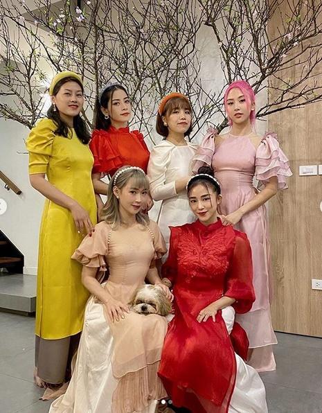 Mùng 1 Tết: Vợ chồng Hà Tăng diện áo dài - vợ chồng Lan Khuê lên đồ concept đen trắng-4