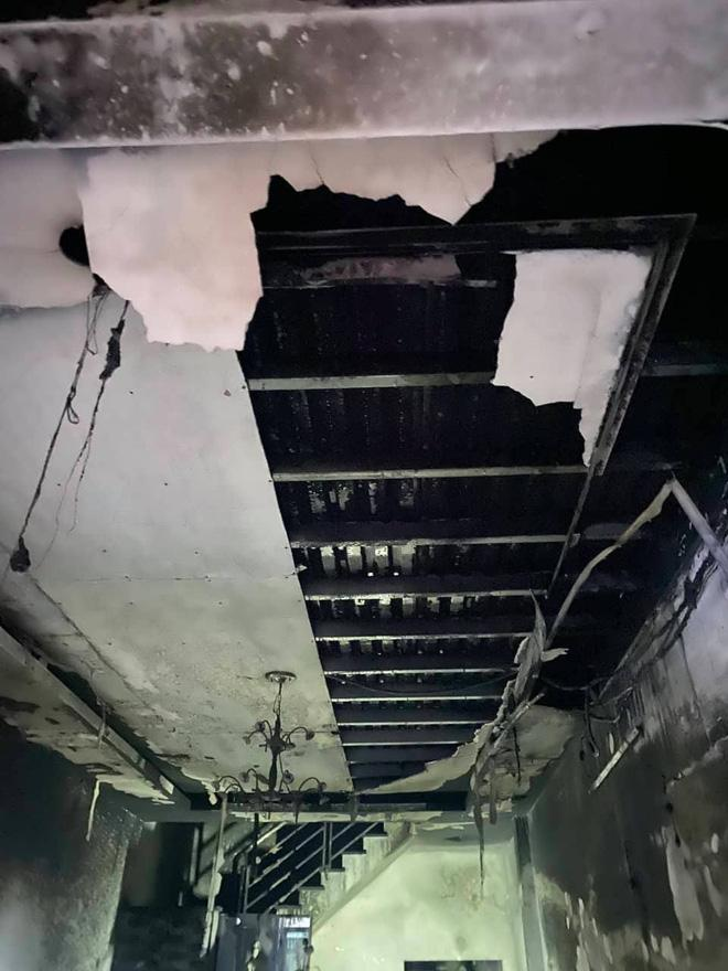 TP. HCM: Cháy 2 căn nhà lúc rạng sáng mùng 1 Tết, 5 người được giải cứu nhưng nhiều xe máy bị thiêu rụi-2