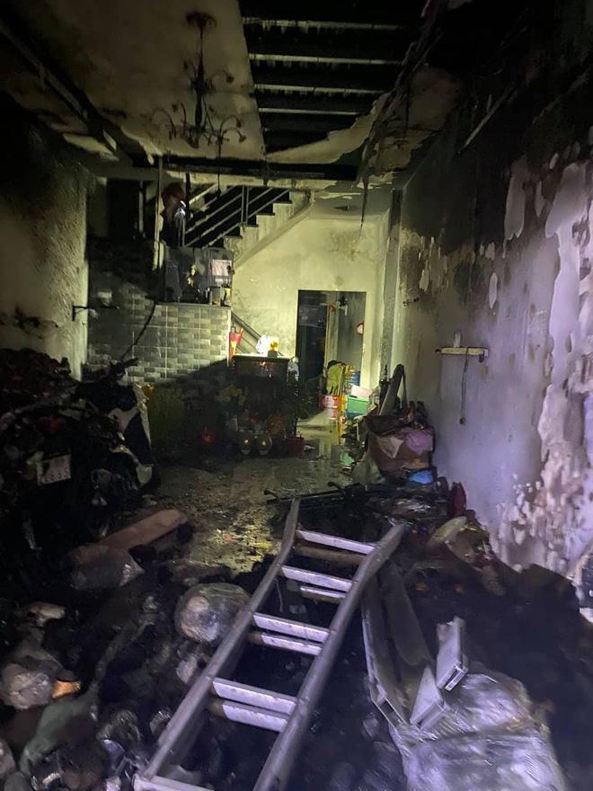 TP. HCM: Cháy 2 căn nhà lúc rạng sáng mùng 1 Tết, 5 người được giải cứu nhưng nhiều xe máy bị thiêu rụi-3