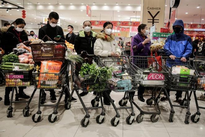 Vũ Hán bị phong tỏa, dân vét sạch siêu thị để tích trữ lương thực-1