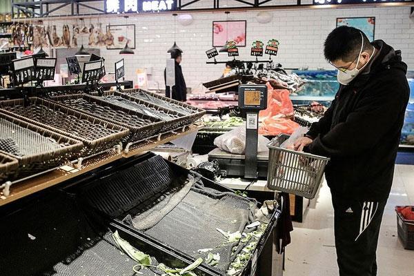 Vũ Hán bị phong tỏa, dân vét sạch siêu thị để tích trữ lương thực-2