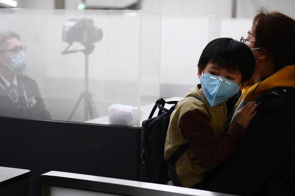 Bên trong Thành phố ma Vũ Hán: 11 triệu người bị cách ly hoàn toàn, lương thực cạn kiệt, gia đình ly tán, mọi người bàng hoàng lo sợ cầu cứu-3