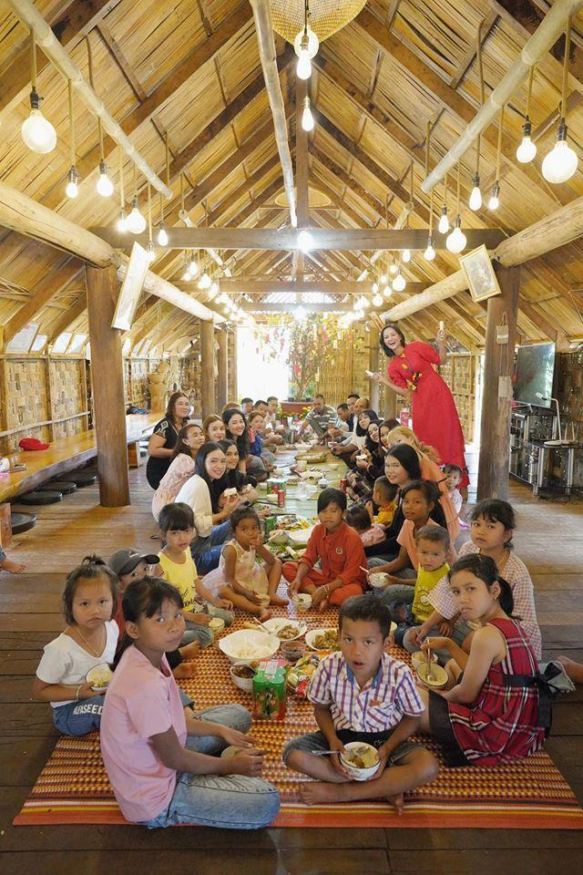 Sao Việt đón Tết bên gia đình: Quân số nhà Ngọc Trinh siêu đông mà vẫn bị nhà HHen Niê áp đảo-2