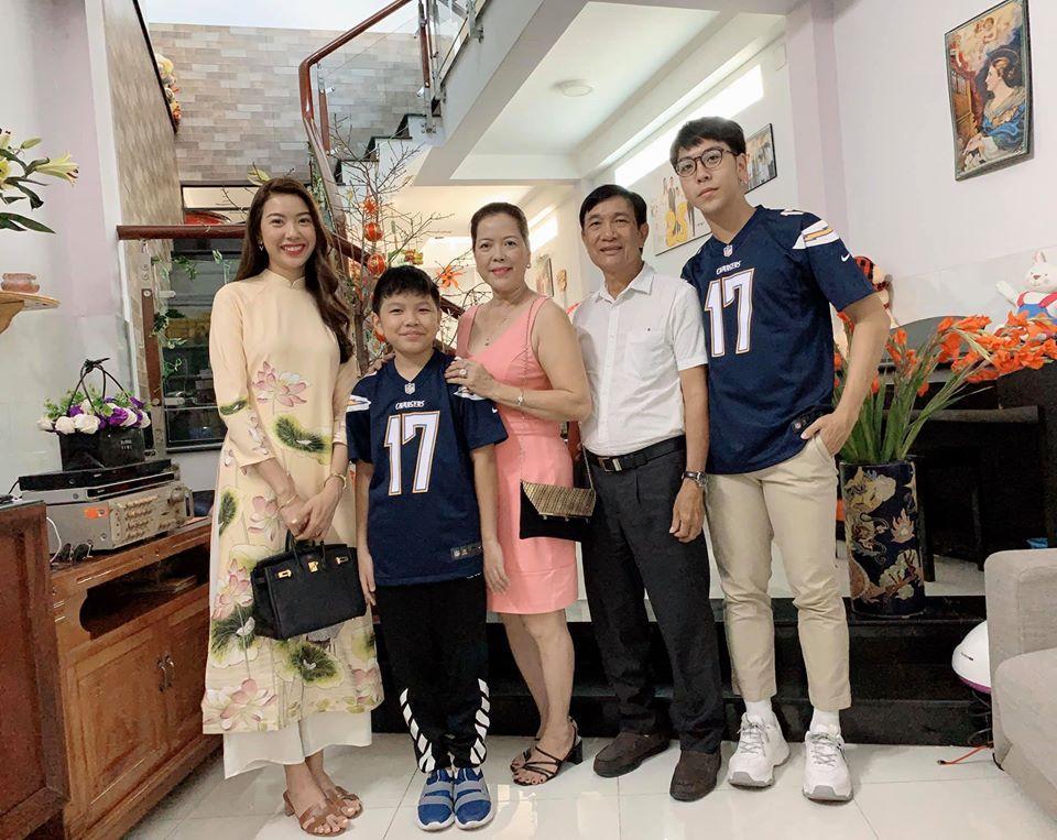 Sao Việt đón Tết bên gia đình: Quân số nhà Ngọc Trinh siêu đông mà vẫn bị nhà HHen Niê áp đảo-6