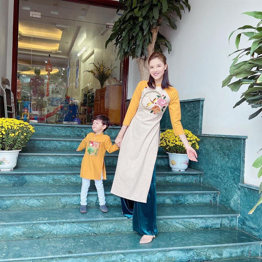 Sao Việt đón Tết bên gia đình: Quân số nhà Ngọc Trinh siêu đông mà vẫn bị nhà HHen Niê áp đảo-11