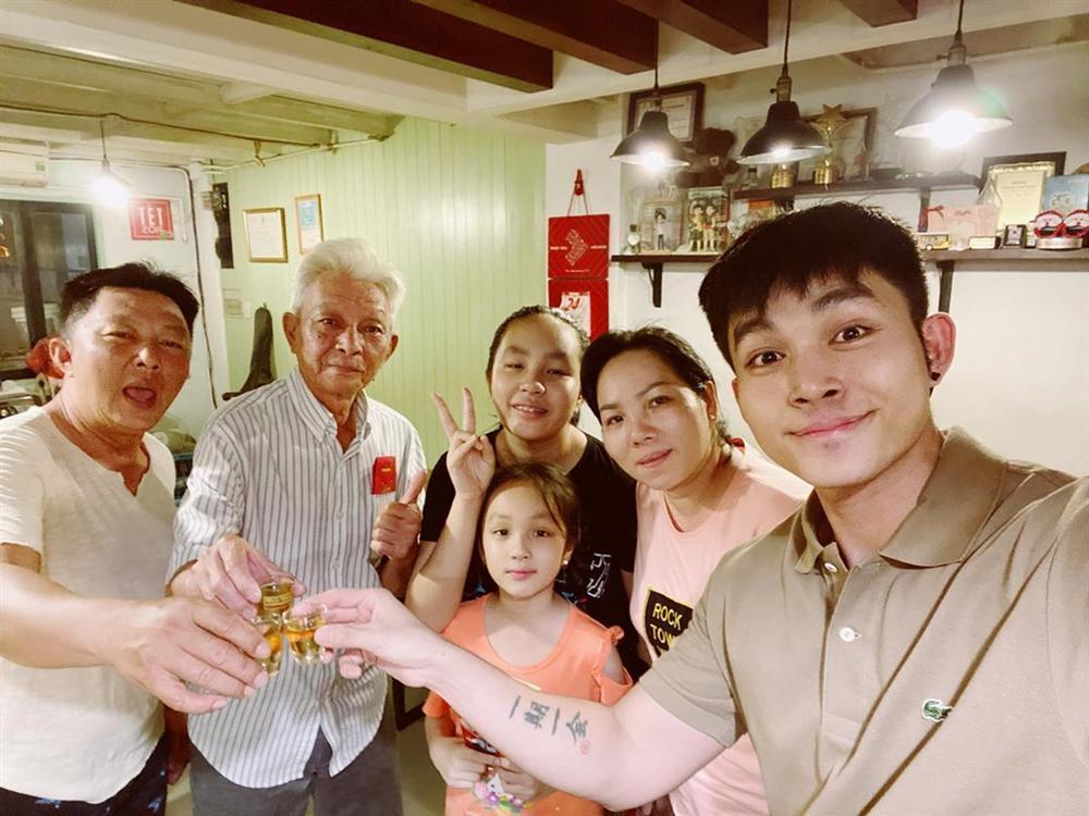 Sao Việt đón Tết bên gia đình: Quân số nhà Ngọc Trinh siêu đông mà vẫn bị nhà HHen Niê áp đảo-10